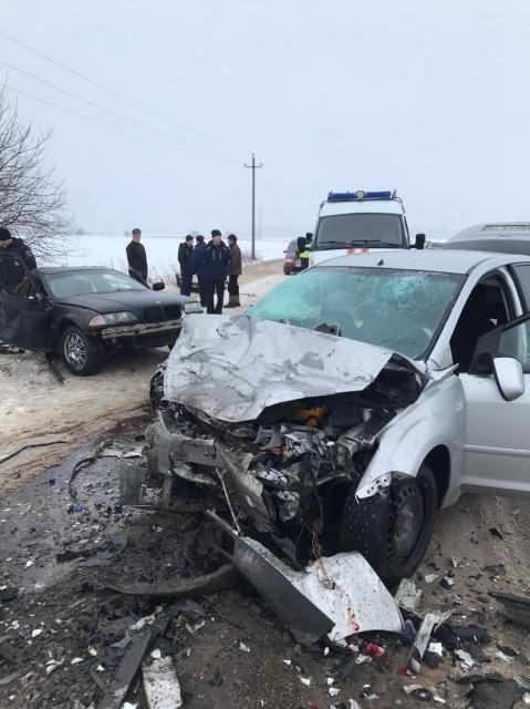 Под Арзамасом в ДТП разорвало напополам авто