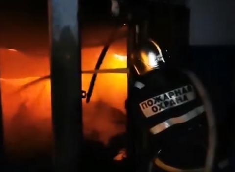 Появилось видео пожара в ангарах с макулатурой в Нижнем Новгороде