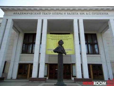 Коллектив Оперного театра пожаловался Никитину на работу в мае без доплат