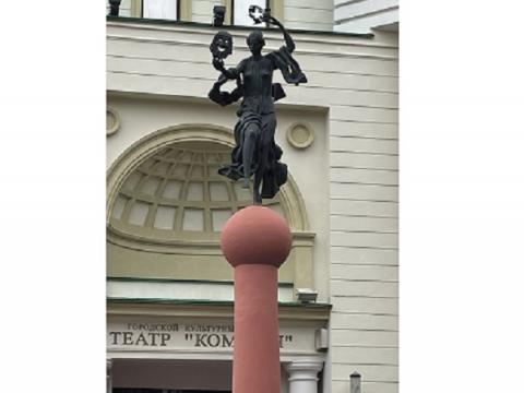 Колонне с музой у нижегородского театра «Комедiя» вернут первоначальный облик