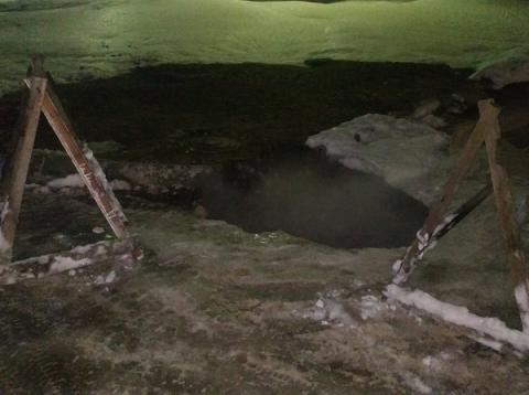 Девушка провалилась в яму с кипятком в Дзержинске 2 марта