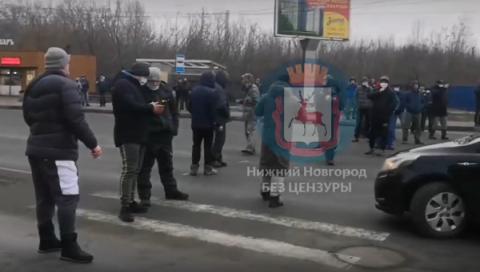 Арендаторы Карповского рынка перекрыли Мызинский мост