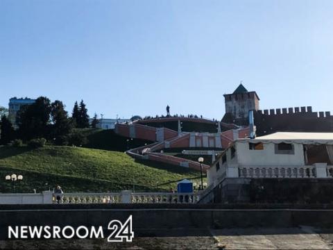 Нижегородцев удивила покраска газона у Чкаловской лестницы накануне открытия