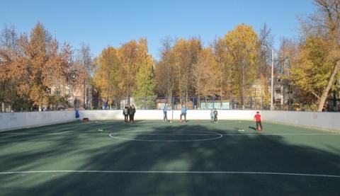 Благоустройство многофункциональной спортплощадки завершено в Ленинском районе