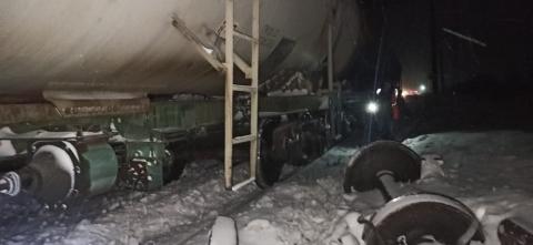 Пять пассажирских поездов задерживаются из-за схода вагонов в Нижегородской области