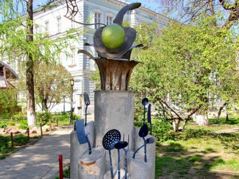 Никитин предложил убрать памятник «Ложка вкуса» с Большой Покровской