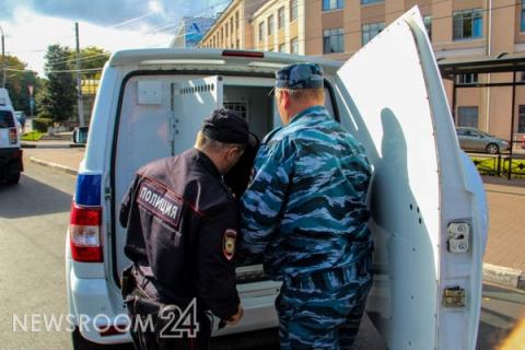 Полицию с кинологами стянули к школам Нижнего Новгорода 15 сентября
