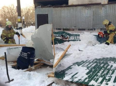 Женщина погибла при обрушении торговой палатки в Нижнем Новгороде 19 февраля