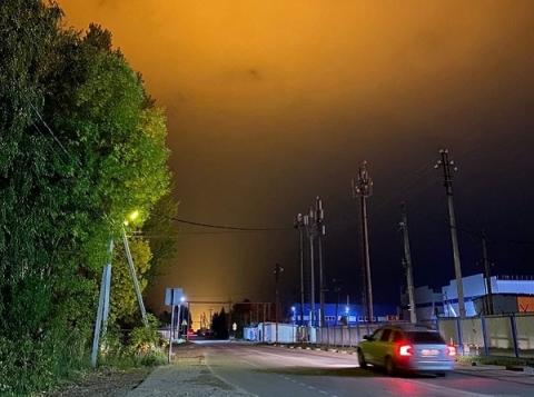 Ночное свечение над Бором возникло из-за пусконаладки на тепличном комбинате