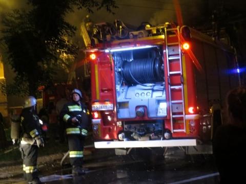 Один человек погиб и 10 спасены на ночном пожаре в Нижнем Новгороде