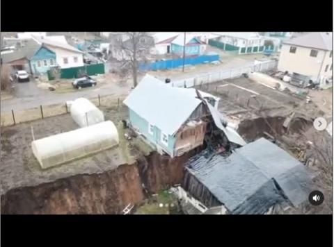 Жителям Караулова снова предложили переехать в маневренный фонд после схода грунта