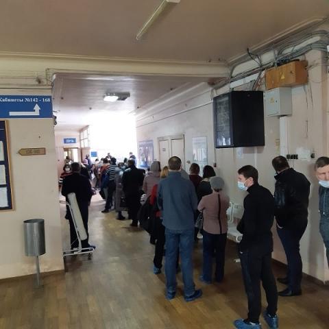 Нижегородцы пожаловались на очереди за печатью в поликлинике на Автозаводе