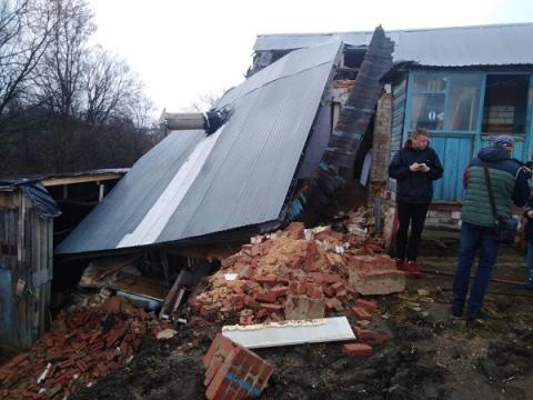 Появились фото схода грунта в одной из деревень Кстовского района