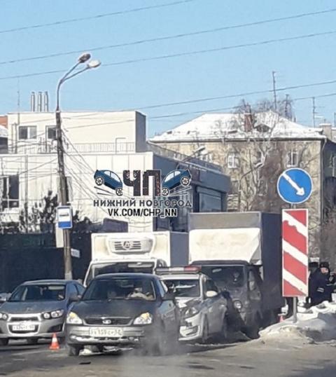Сотрудники ДПС попали в массовое ДТП в Нижнем Новгороде