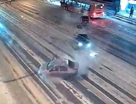 Причиной ДТП с двумя погибшими на Гагарина мог стать снег на дороге