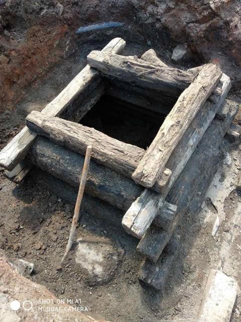 Колодец старой ливневой канализации обнаружен на улице Кожевенной в Нижнем Новгороде