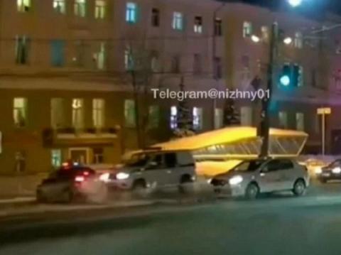 Два полицейских автомобиля столкнулись на Лядова в Нижнем Новгороде