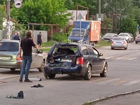 Водитель маршрутки с тепловым ударом протаранил пять машин в Нижнем Новгороде