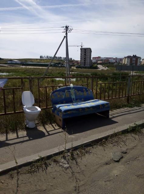 Диван со скелетом и унитаз появились у ЖК «Новинки Smart City» в Нижнем Новгороде