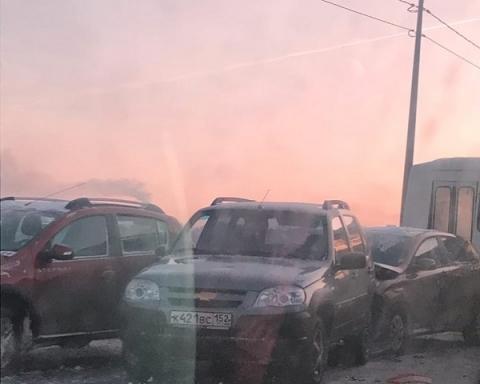 Огромная пробка сковала проспект Гагарина из-за массового ДТП с автобусом