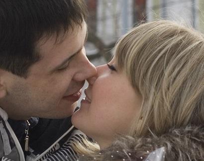 Нижегородцев призвали воздержаться от поцелуев из-за угрозы COVID-19