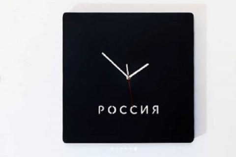 Часы с обратным ходом появились на доме Бориса Немцова в Нижнем Новгороде