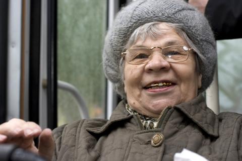 Нижегородские власти прокомментировали разблокировку транспортных карт пенсионеров
