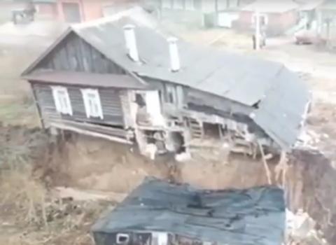 Сход грунта повредил два дома в Кстовском районе