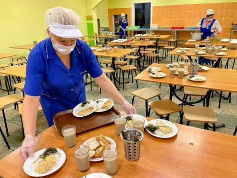 Школьников Нижнего Новгорода будут кормить индейкой и морской капустой