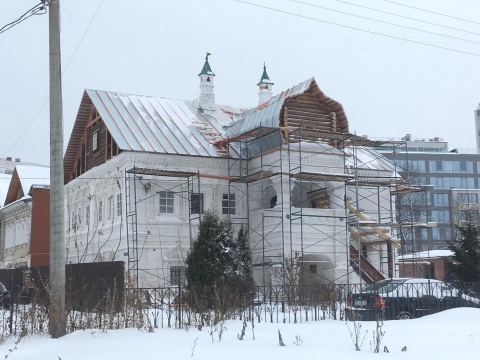 В Нижнем Новгороде палаты XVII века покрыли оцинковкой.