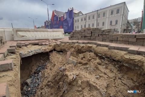 Провал грунта произошел на Нижневолжской набережной в Нижнем Новгороде