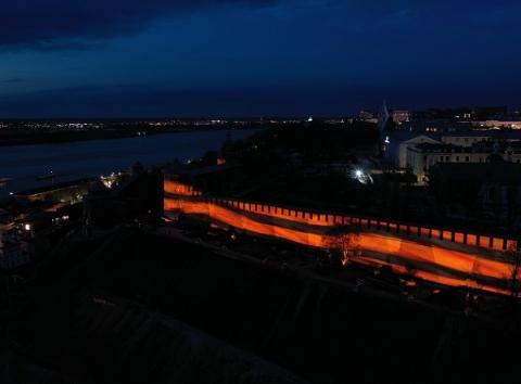 Георгиевская лента зажглась на стенах Нижегородского кремля в День Победы