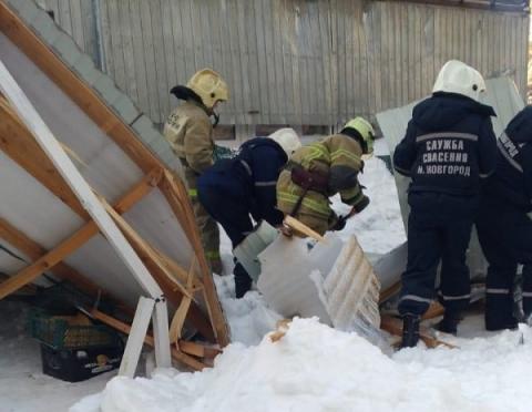 Появились подробности гибели нижегородки под рухнувшей торговой палаткой
