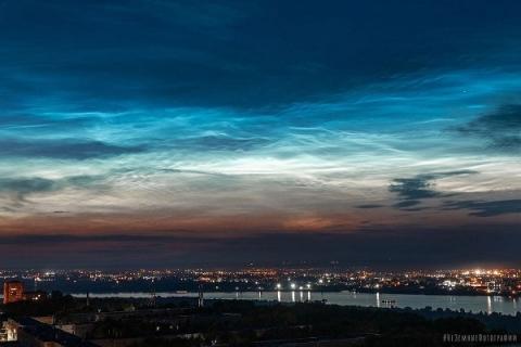 В Нижнем Новгороде сфотографировали летние серебристые облака