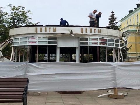 У драмтеатра на Большой Покровской снесли павильон «Цветы»