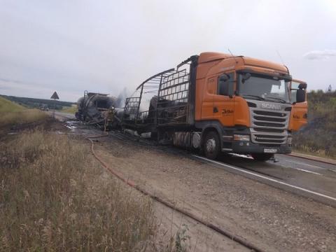 Движение по М-7 в Нижегородской области закрыто из-за массового ДТП с пожаром