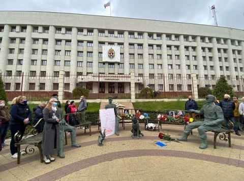 Нижегородцы возложили цветы к месту гибели журналистки Ирины Славиной