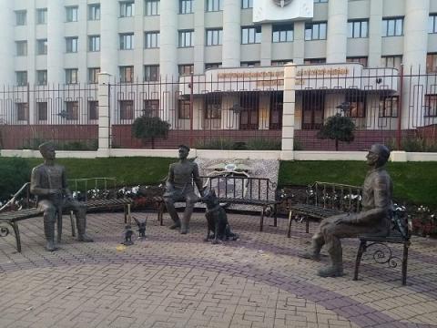 У здания нижегородского ГУ МВД зачистили мемориал в честь Ирины Славиной