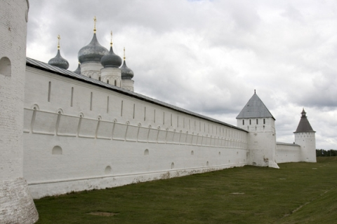 Познер и Ургант застряли у Макарьевского монастыря по дороге в Нижний Новгород
