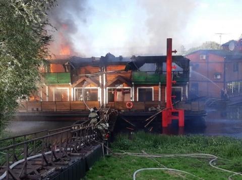 50 человек эвакуированы при пожаре в «Усадьбе банной» в Нижнем Новгороде