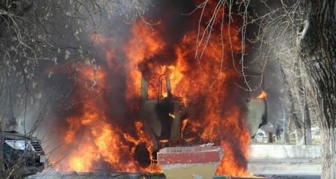 Два автомобиля сгорели на площади Горького в Нижнем Новгороде