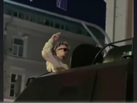 Элджей прокатился на бронемашине по Нижнему Новгороду после концерта
