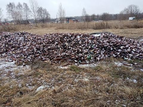 Жители деревни в Лысковском районе пожаловались на пивную свалку