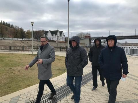 Подрядчика попрекнули неухоженностью Нижневолжской набережной
