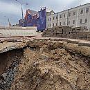 Провал на Нижне-Волжской набережной планируется устранить до 8 мая