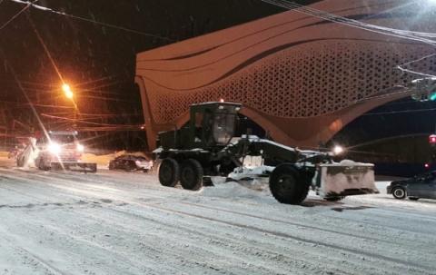 Военную технику привлекли для уборки Нижнего Новгорода от снега